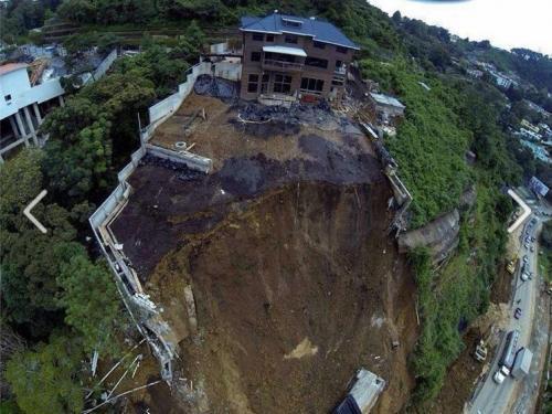 Según el Secretario Ejecutivo de la CONRED, el riesgo persiste en la zona del derrumbe. (Foto: CONRED)
