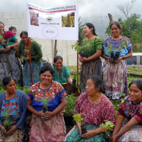 Además, por cada par de zapatos vendido, las mujeres plantan un árbol en su comunidad. (Foto: Ix Style)
