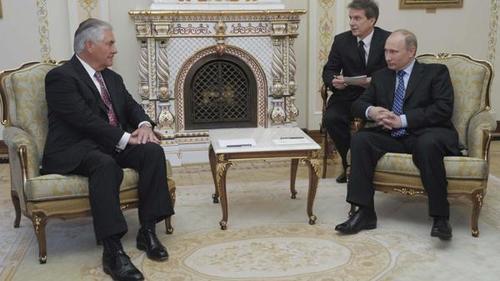 Los opositores critican que Rusia pueda aumentar su influencia en EE.UU. en temas como Ucrania o Siria. (Foto: Infobae)