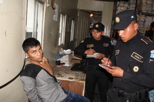 Finalmente el hombre fue detenido por las autoridades. (Foto: PNC)