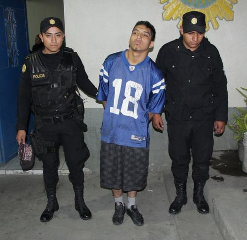 Las autoridades detuvieron a William Alexander Pineda Morales de 18 años, quien portaba un arma de fuego de forma ilegal. (Foto: PNC)