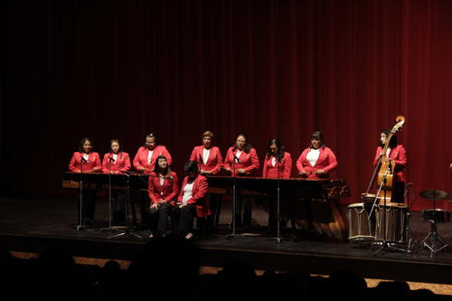 La Marimba Femenina de Concierto logra cautivar a la audiencia con temas del repertorio clásico guatemalteco. (Foto: Selene Mejía/Soy502)