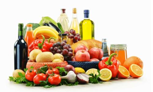 La dieta MIND permite la ingesta de nueces, verduras, carbohidratos, vino y una menor cantidad de carnes blancas. (Foto: Google)