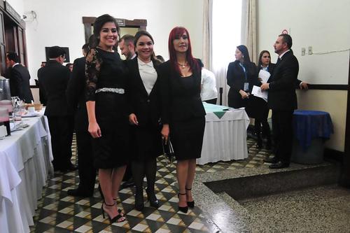 """Otras diputadas de """"primer ingreso"""" llegaron al Congreso para asumir su lugar.  (Foto:  Alejandro Balán/Soy502)"""