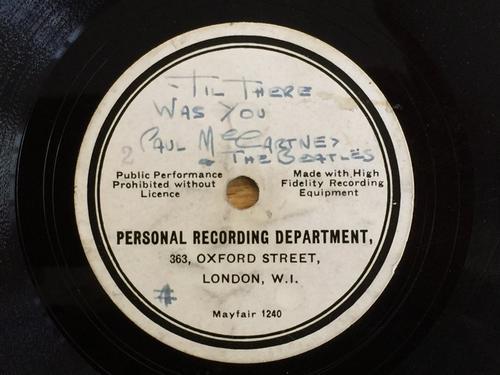 El nombre del grupo en el disco aparece como Paul McCartney and The Beatles. (Foto: sopitas.com)