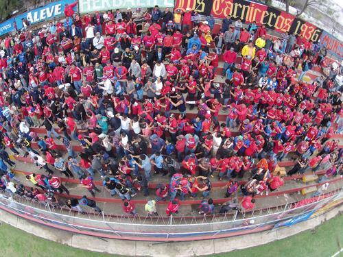 La afición roja se volcó a los graderíos del estadio para darle la bienvenida al Pescado Ruiz. (Foto: Nuestro Diario).