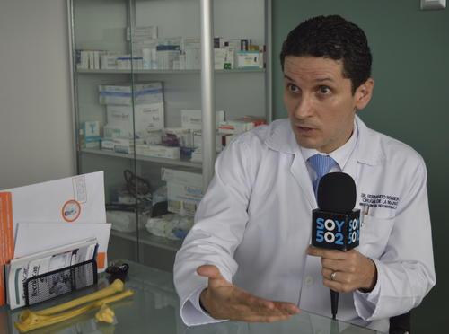 Romero buscó una oportunidad en Estados Unidos y las obtuvo, ahí estudió un año microcirugía. (Foto: Camila Chicas Callén/Soy502)