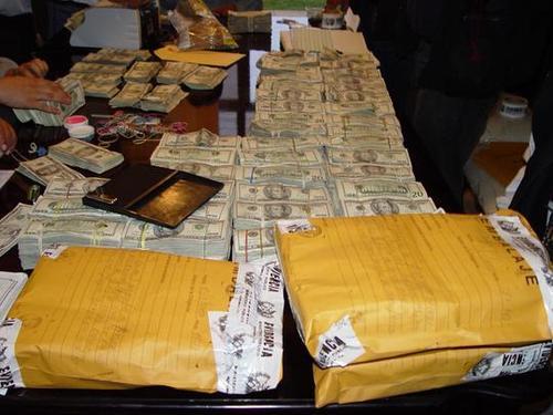 En un apartamento de la zona 14 se encontraron 14 millones de dólares, la vivienda era propiedad de Otto Herrera y entre los documentos se encontró un pasaporte del ahora extraditado a EE.UU. Byron Linares Cordón.  (Foto: Archivo/Nuestro Diario)
