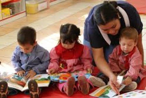 Las maestras quieren que los pequeños encuentren a sus padres sonrientes y no conectaos a sus celulares.