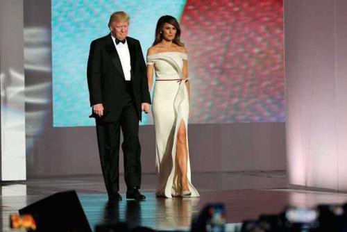 Este es el vestido que Melania Trump lució en su primer baile como Primera Dama de Estados Unidos