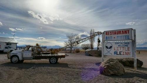 Este es un hotel extraterrestre camino al Área 51. (Foto: Infobae)