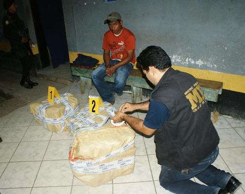 El Ministerio Público trabaja en conjunto con la PNC para incautar cargamentos de droga en los puntos fronterizos y las aduanas.  (Foto: PNC)