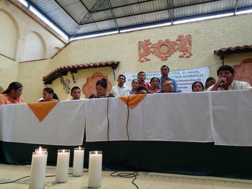 Bogantes acompañó a los líderes comunitarios. (Foto: Roberto Caubilla/Soy502)