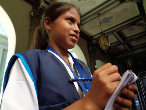 Andrea viajó con su maestra desde Petén a la ciudad de Guatemala.