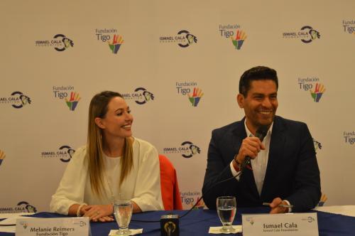 Ismael Cala formalizó una alianza con Fundación Tigo. (Foto: Felipe Garrán/Soy502)