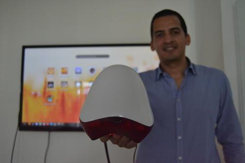 El dispositivo terminado se lanzó al público en las últimas semanas con un diseño innovador. (Foto: Roberto Caubilla/Soy502)