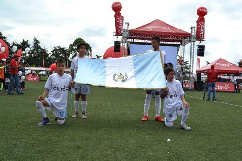 Niños de 9 a 12 años ya están listos para demostrar su pasión por el futbol.