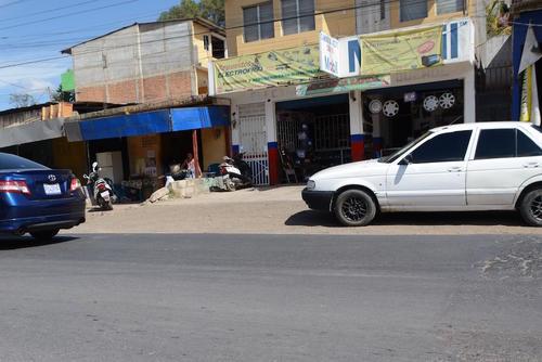 La empresa distribuye repuesto de carros y motos, además vende tortillas. (Foto: Soy502)