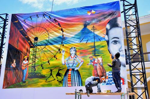 """""""Quise representar la alegria, los colores y la fiesta que vivimos en Guatemala"""", compartió Armando, creador del lienzo. (Foto: cortesía Quezalteca)"""