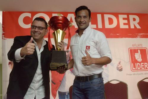 """Carlos """"El Pescado"""" Ruiz, jugador de Municipal, presentó el nuevo proyecto del partido Líder: un torneo de fútbol a nivel nacional. (Foto: Jesús Alfonso/Soy502)"""