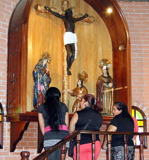 En Honduras se celebra al Cristo Negro, y en varias localidades de esa nación, se realizan actos especiales en parroquias de centros urbanos y rurales.