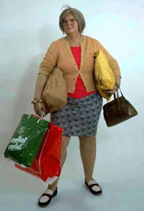 """Esta escultura se titula """"Young Shopper"""". (Foto: saatchigallery)"""