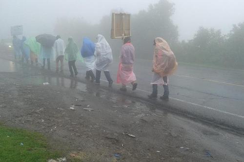 El grupo de jóvenes llevó a cabo un recorrido de 320 kilómetros a pie, en rechazo a la corrupción y en apoyo de la aprobación de una reforma a la Ley Electoral. (Foto Facebook/Jóvenes del volcán de Tacaná)