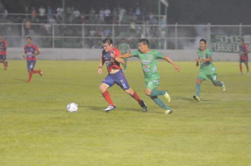El juego fue muy disputado, pero fueron los Toros de Malacateco quienes aprovecharon las ocasiones para tomar ventaja en el repechaje. (Foto: Nuestro Diario)