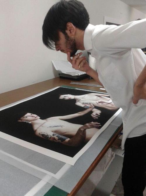 El trabajo es analizado previamente antes del montaje. (Foto: Edgar Navarro oficial)