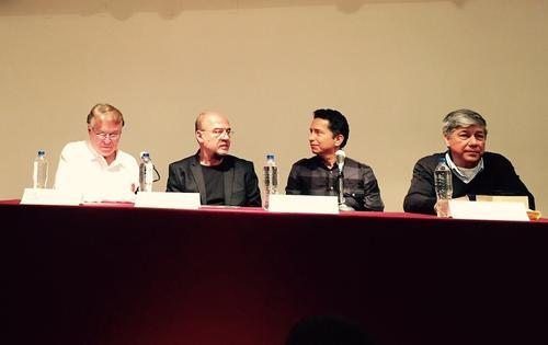 Carlos Santibañez, Gerardo Guinea, Julio Palencia y Carlos López durante la ceremonia de entrega del Premio de Poesía Praxis 2015. (Foto: Pamela Guinea)