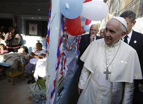 El papa Francisco visitó los barrios más humildes de Asunción. (Foto: EFE)