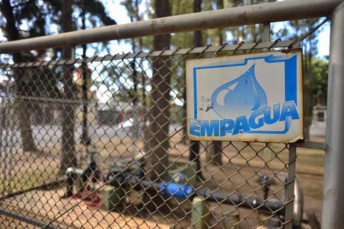 Tanto la Asociación de Vecinos del sector, como Empagua rechazan la presencia de un brote infeccioso en el agua que fluye por ese sector. (Foto: Jesús Alfonso/Soy502)