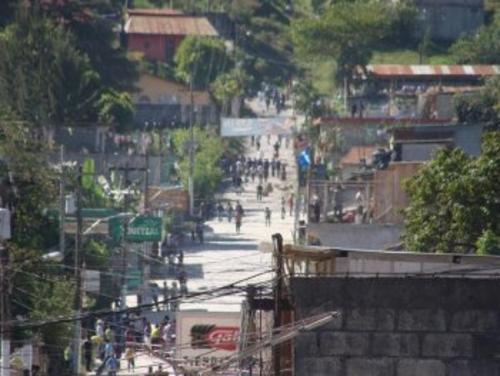 En el 2012 Santa Cruz Barillas estuvo bajo estado de excepción durante 15 días por el asesinato de un campesino  el cual también estuvo relacionado por el rechazo al proyecto hidroeléctrico
