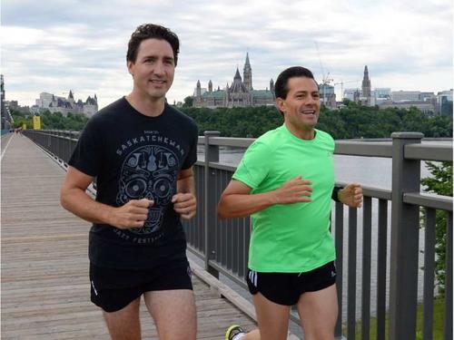 Enrique Peña Nieto y Justin Trudeau trotaron juntos sobre el puente Alexandra. (Foto: Archivo)