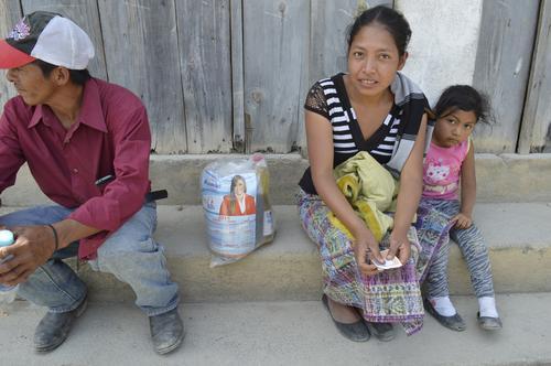 El programa de tarjetas de débito sería implementado en los departamentos con mayor necesidad según la Encovi, como: Alta Verapaz, Sololá y Quiché. (Foto: Nuestro Diario)