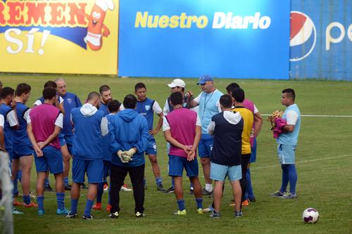 Sopegno dio varias indicaciones en la última práctica de la Sele. (Foto: Diego Galiano/Nuestro Diario)