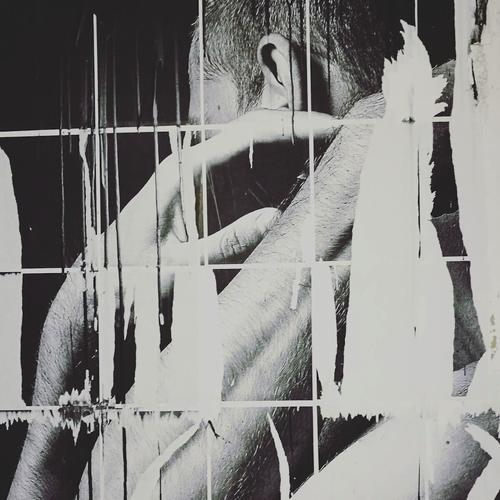 La fotografía intervenida de Eny denuncia la naturalidad en que la violencia es tomada. (Foto: Eny Roland)