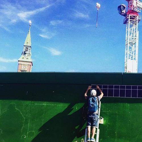 Eny Roland preparando los murales. (Foto: Eny Roland)