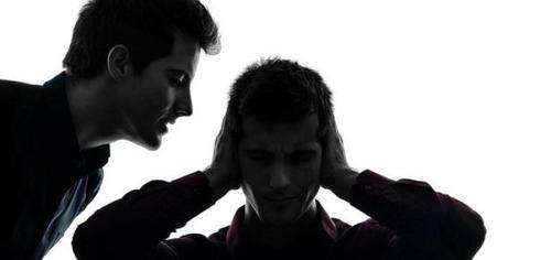 La esquizofrenia se manifiesta habitualmente en la adolescencia o al inicio de la edad adulta. (Foto biologiainteresante)
