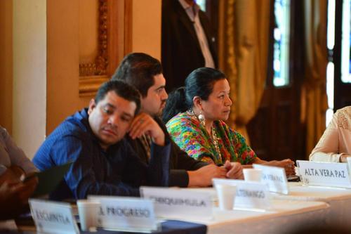 La Gobernadora de Alta Verapaz, Estela Ventura, lloró al terminar la reunión con los diputados oficialistas. (Foto: Archivo/Soy502)