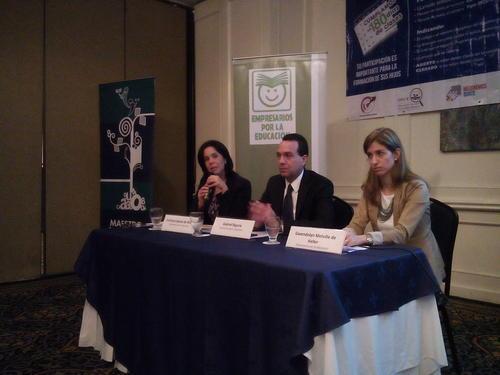 Verónica de Spross (izquierda), Salvador Biguraia (centro) y Gwendolyn Melville (derecha) presentan los resultados del monitoreo 2015. (Foto: ExE)