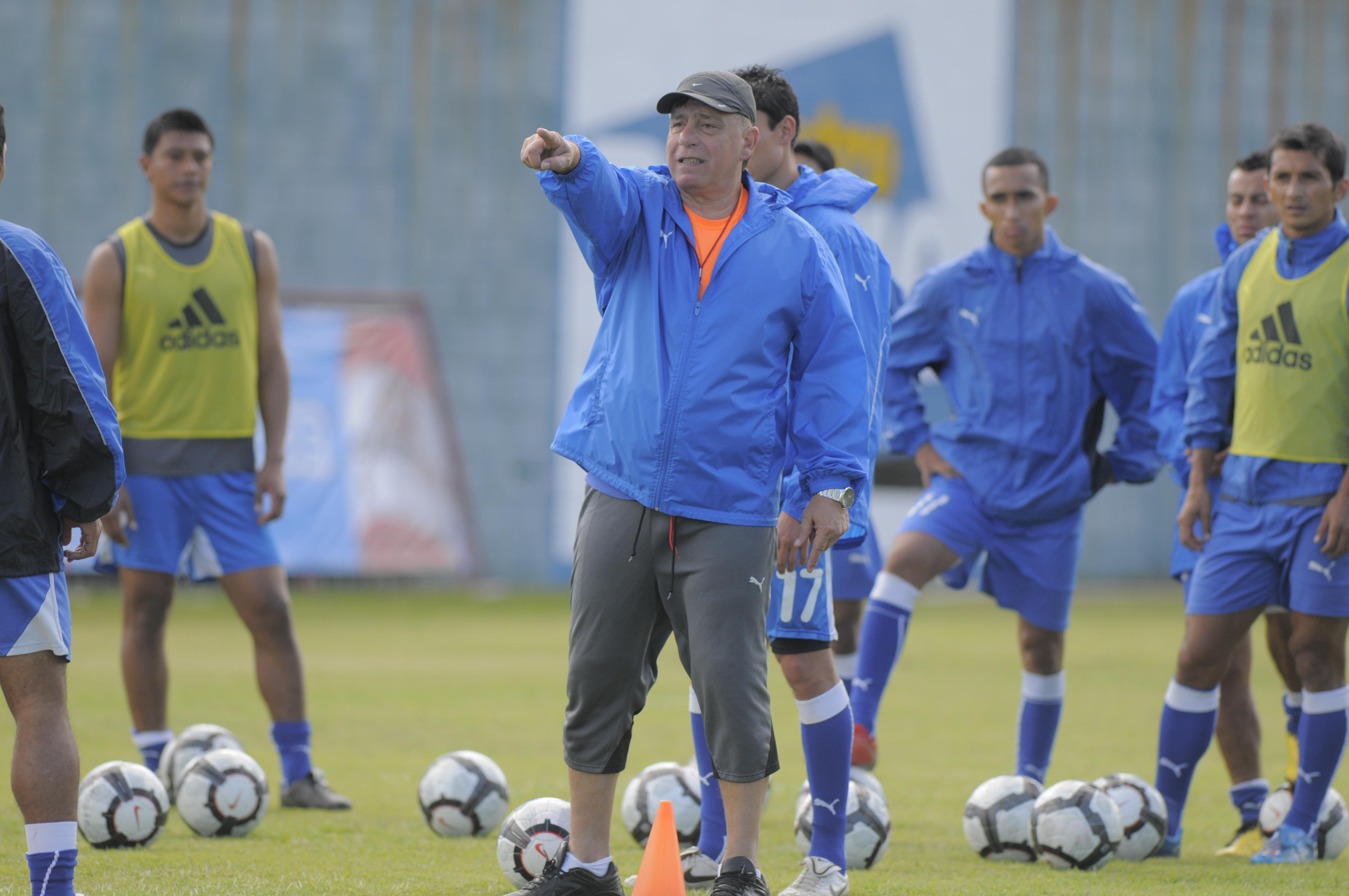 Almeida dirigió 12 partidos de eliminatorias rumbo a Brasil 2014. (Foto: Archivo)