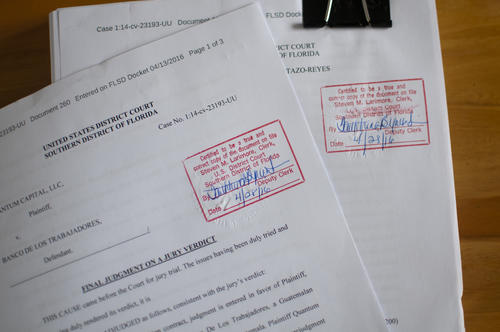 """El """"Acuerdo de Entendimiento"""" se encuentra en el expediente de un proceso judicial ya concluido en Florida. Soy502 solicitó copia certificada de varios de los documentos ventilados en el proceso. (Foto: Alejandro Balán/Soy502)."""