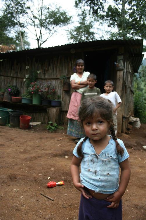 La pobreza condena a demasiados niños en Guatemala a una vida plagada de obstáculos y limitaciones. (Foto: Nuestro Diario).