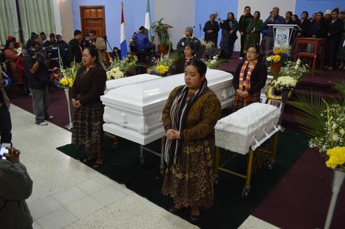 Iglesia Misión Evangélica Independiente en donde se llevó a cabo un servicio religioso, estuvo colmada por cientos de vecinos y familiares que acompañaron el funeral.  (Foto: José García)
