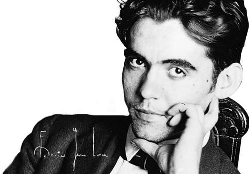 Federico García Lorca fue un poeta, dramaturgo y prosista nacido en 1898 en Granada, España. Algunos de sus libros de poesía fueron Oda a Salvador Dalí, Romancero Gitano y Sonetos del Amor Oscuro. (imagen de google)