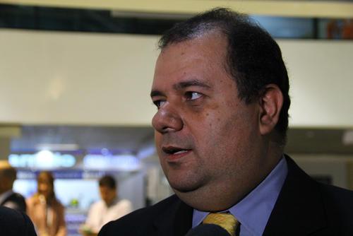 Fernando Cervantes, gerente Técnico de Intek Guatemala, señaló que toda la información del contrato se encontraba en Guatecompras, pero la SAT informó que el contrato se hizo bajo otra modalidad. (Foto: Alexis Batres/Soy502)