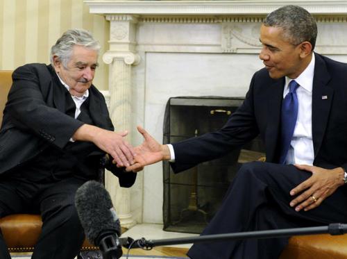 En la imagen, Mujica y Obama se saludan en un acto en la Casa Blanca. (Foto: Internet)