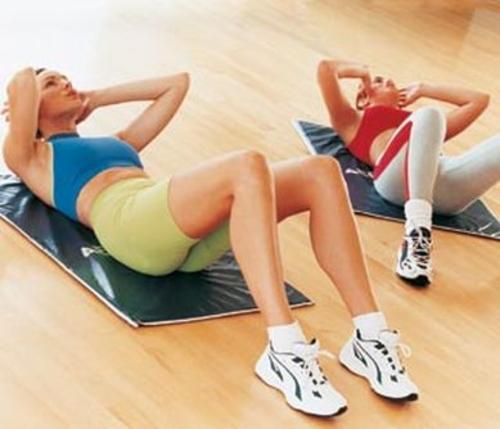 Las flexiones y abdominales se recomienda empezar a realizarlos en series no menores de ocho para empezar. (Foto: Archivo)