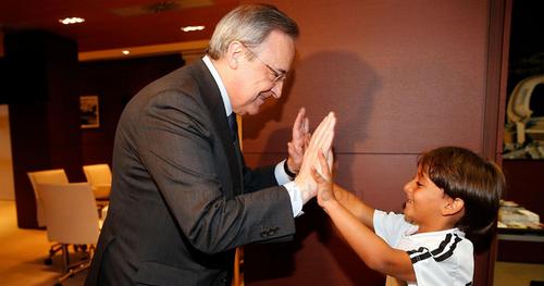 El pequeño Zaid, fue recibido por Florentino Pérez, presidente del Real Madrid C.F. (Foto: realmadrid.com)